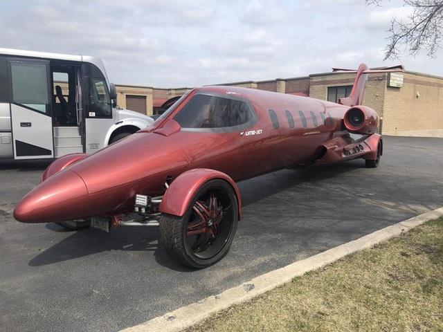 Cực chất: Xe limousine trong thân xác máy bay với giá hơn 1 triệu USD - 3