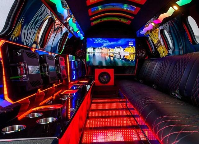 Cực chất: Xe limousine trong thân xác máy bay với giá hơn 1 triệu USD - 12