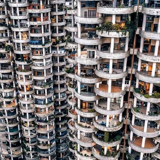 """Tòa chung cư với kiến trúc """"kỳ lạ"""", càng nhìn càng """"hút mắt"""" như mê cung - 2"""