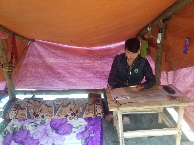 Độc đáo phòng học online bên sườn núi của Lầu Mí Xá - 1