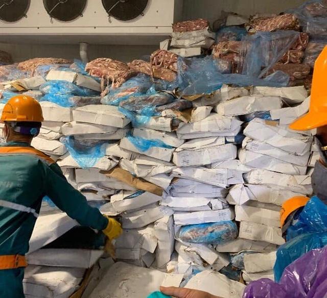 """Phát hiện kho chứa hơn 70 tấn lòng lợn bốc mùi sắp """"tuồn ra thị trường - 1"""