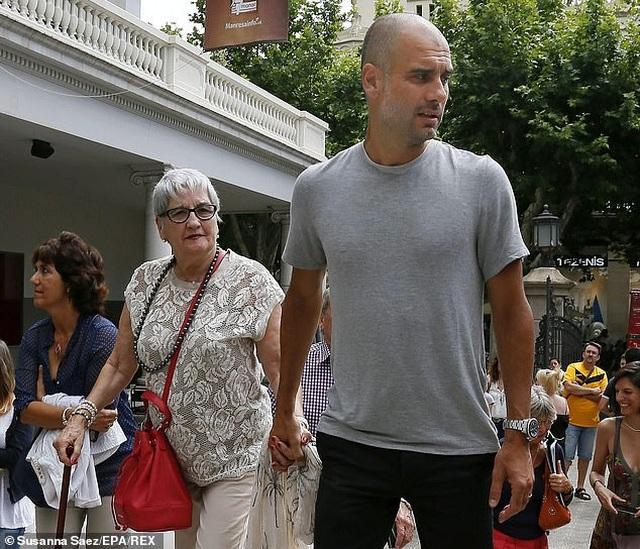 Các ngôi sao bóng đá đồng loạt chia buồn khi mẹ HLV Pep Guardiola qua đời - 1