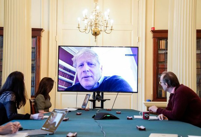 The visit prompted the British Prime Minister to require immediate hospitalization - 2