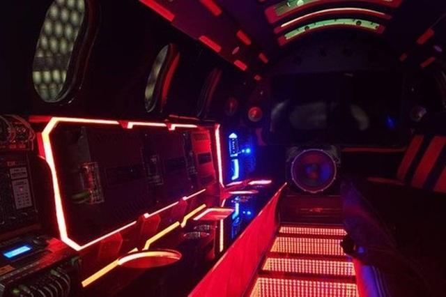 Cực chất: Xe limousine trong thân xác máy bay với giá hơn 1 triệu USD - 11