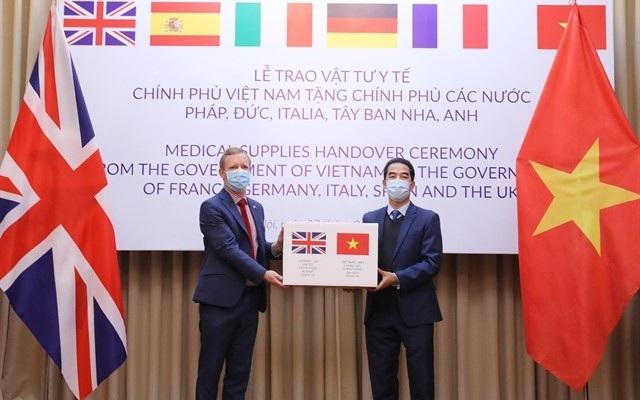 Báo Mỹ ca ngợi Việt Nam viện trợ cho EU chống đại dịch Covid-19 - 1