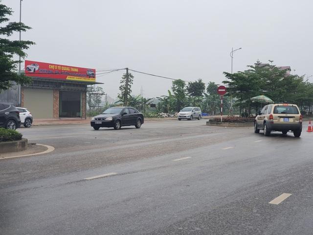 Công an truy tìm xe ô tô trốn trạm kiểm dịch đi vào đường ngược chiều - 2