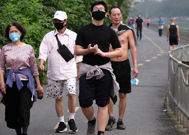 Nhộn nhịp tập thể dục trên con đường đi bộ dài nhất Hà Nội - 7