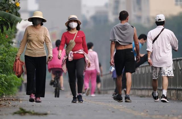 Nhộn nhịp tập thể dục trên con đường đi bộ dài nhất Hà Nội - 5