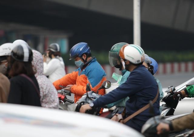 Hà Nội: Dòng người nườm nượp đổ ra đường như chưa hề có lệnh cách ly - 5