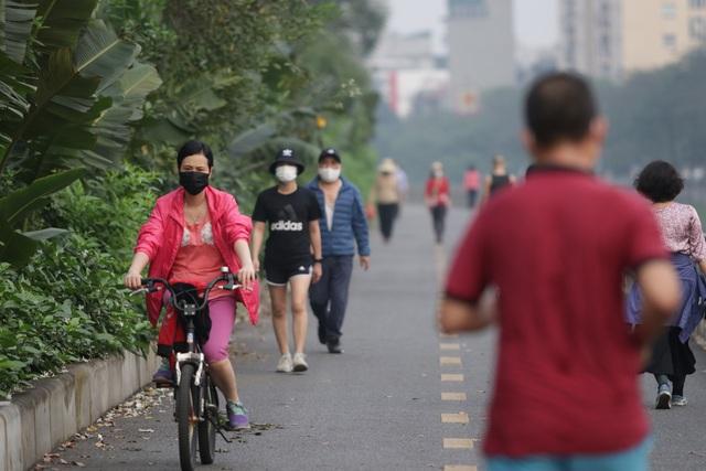 Nhộn nhịp tập thể dục trên con đường đi bộ dài nhất Hà Nội - 4