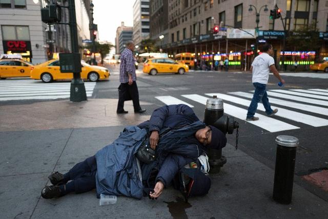 """Dân nghèo Mỹ điêu đứng vì """"đòn giáng"""" Covid-19 - 1"""
