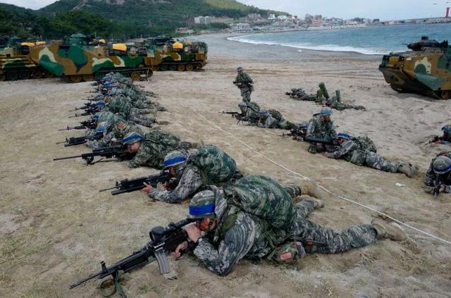 Son Heung-min mặc áo lính trong thời gian huấn luyện quân sự tại Hàn Quốc - 5
