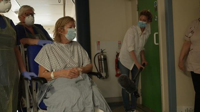 Video về cuộc chiến chống Covid-19 trong khu chăm sóc tích cực tại Anh - 2