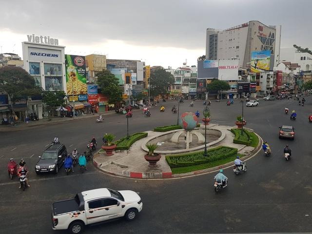 Sài Gòn đón mưa vàng .jpg