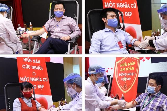Bộ trưởng Trần Hồng Hà hiến máu giữa mùa dịch Covid-19 - 2