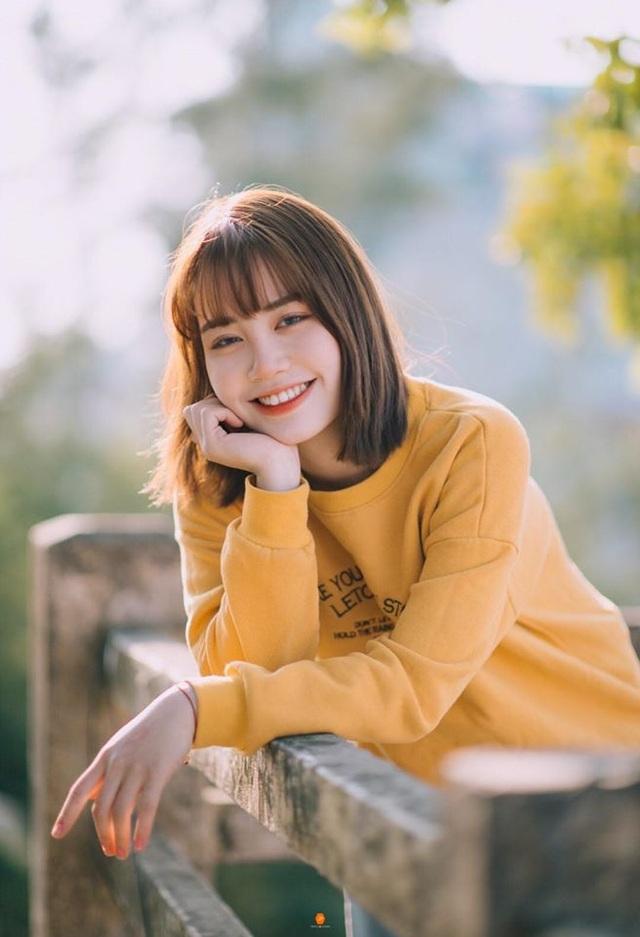 Nữ sinh ĐH Văn hóa gây chú ý vì giống hệt ca sĩ Hàn Quốc - 4