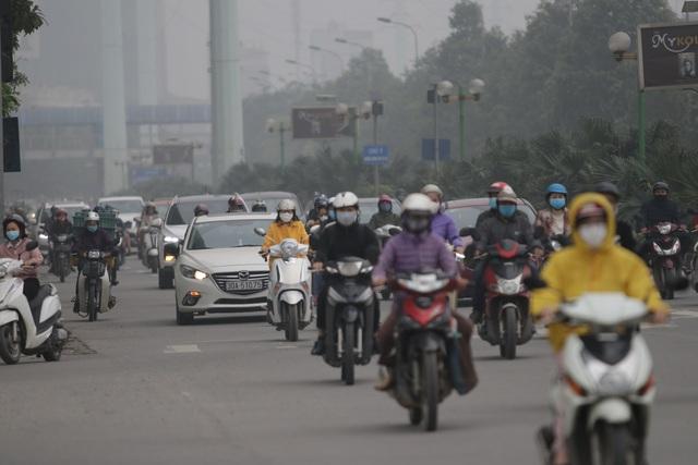Hà Nội: Dòng người nườm nượp đổ ra đường như chưa hề có lệnh cách ly - 11