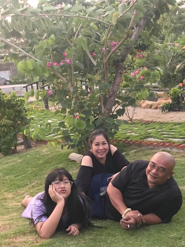 NSND Hồng Vân, Quốc Thuận khoe vườn nhà xum xuê cây trái để tránh dịch - 3