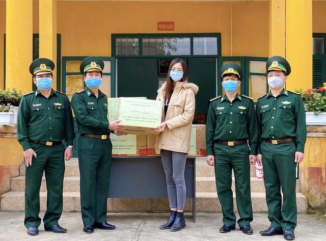 """Lương Thùy Linh xúc động khi thấy chiến sĩ chống dịch""""ăn lán, ngủ rừng"""" - 3"""