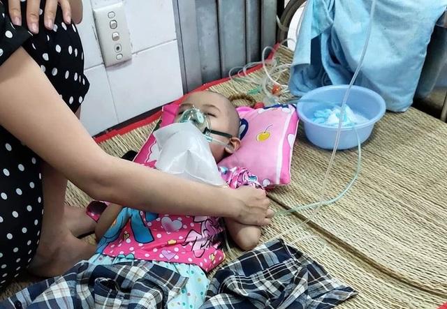 Ám ảnh nỗi buồn trên khuôn mặt của bé gái 6 tuổi bị bệnh ung thư hành hạ - 5