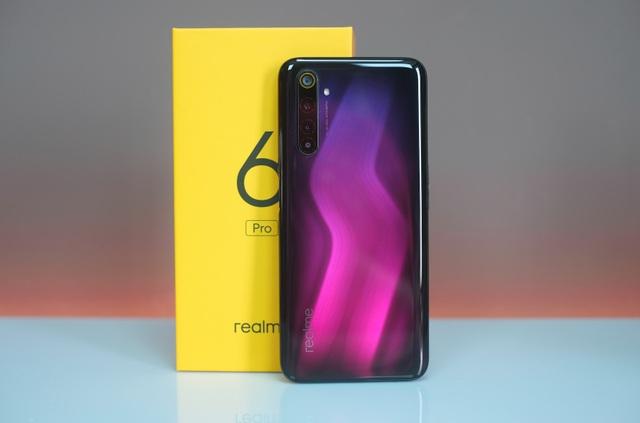 Mở hộp Realme 6 Pro giá 7,9 triệu đồng