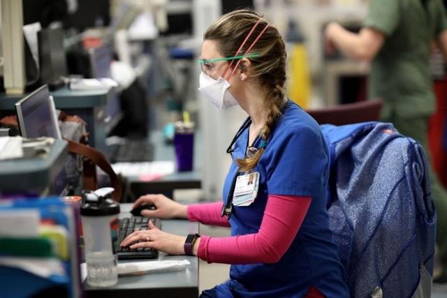 Không được xét nghiệm, y tá Mỹ thành nguồn lây Covid-19 tiềm ẩn - 1
