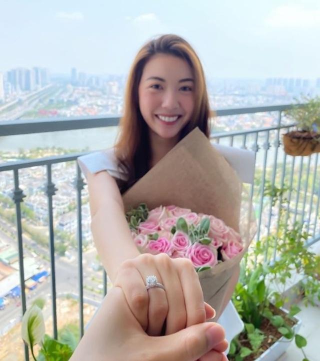 Á hậu Thúy Vân công khai rõ mặt chồng sắp cưới giữa mùa dịch 4