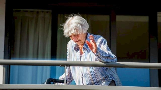 """Cụ bà Hà Lan 107 tuổi """"đánh bại"""" Covid-19 - 1"""