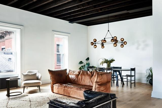 Ngôi nhà 200 tuổi biến ảo khó tin với tone màu đen - trắng sau khi cải tạo - 1