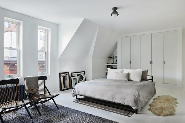 Ngôi nhà 200 tuổi biến ảo khó tin với tone màu đen - trắng sau khi cải tạo - 5