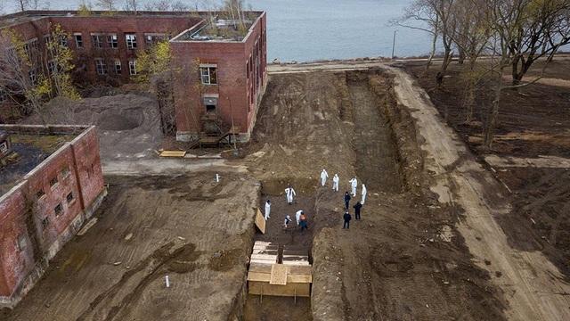 Đảo ở New York biến thành nghĩa trang tập thể giữa dịch Covid-19 - 2