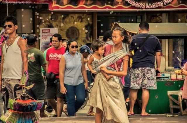 Cô gái ăn xin trở thành người nổi tiếng nhờ bức ảnh lan truyền mạng xã hội - Ảnh minh hoạ 2