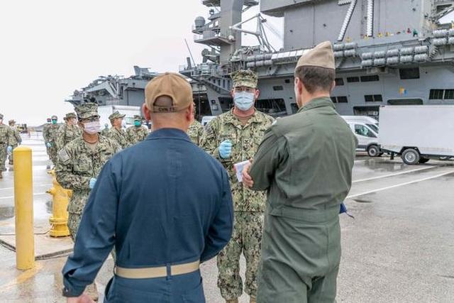 Hơn 400 thủy thủ tàu chiến Mỹ mắc Covid-19, một người bất tỉnh khi cách ly - 1