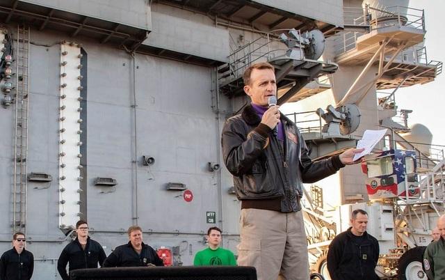 Mỹ có thể phục chức cho chỉ huy tàu sân bay kêu cứu vì Covid-19 - 1