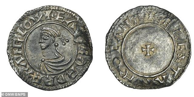 Thợ săn kho báu tìm thấy đồng tiền hiếm từ 1.000 năm trước - 1