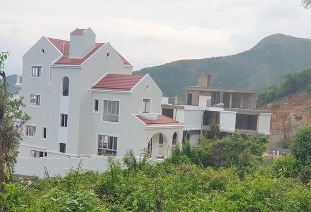 Nhiều biệt thự ở núi Cô Tiên hoàn thiện, bất chấp lệnh tạm dừng xây dựng - 3