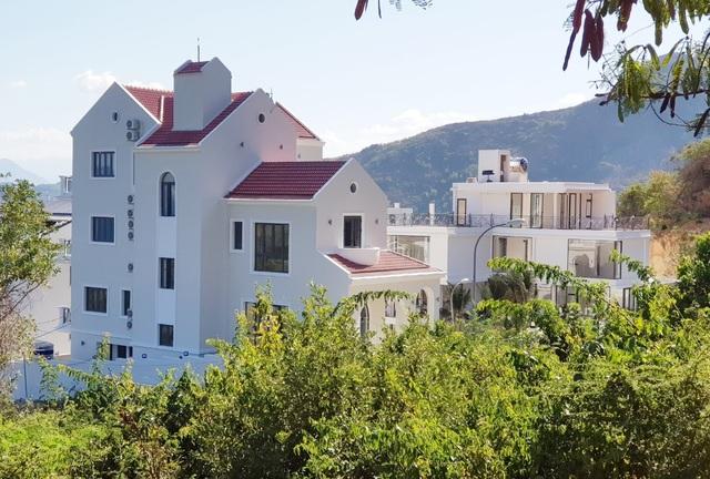 Nhiều biệt thự ở núi Cô Tiên hoàn thiện, bất chấp lệnh tạm dừng xây dựng - 4