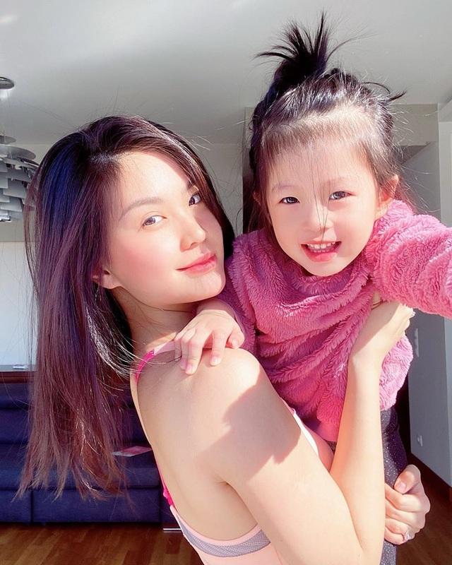 """Để vợ cắt tóc mùa dịch, chồng Á hậu Diễm Trang được dân mạng khen """"can đảm"""" - 5"""