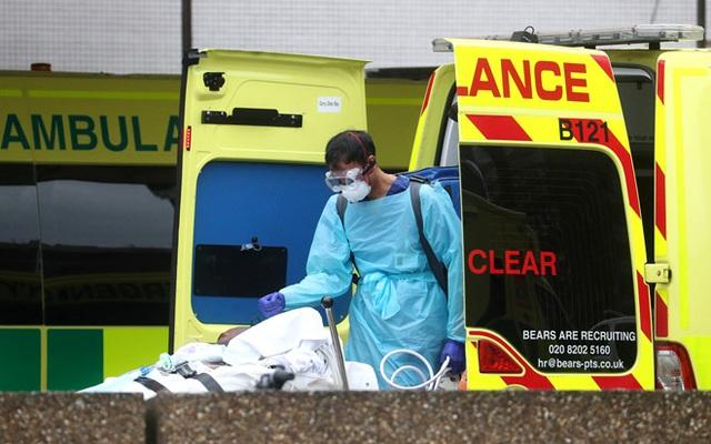 Số người chết vì Covid-19 ở Anh tăng kỷ lục - 1