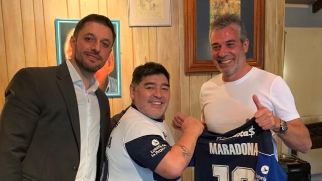 Maradona khoe cuộc sống lành mạnh trong thời gian tự cách ly - 1