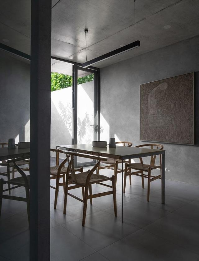 """Ngôi nhà """"lạ"""" với kiến trúc tối giản, nổi bật tại ngoại ô Hà Nội - 11"""