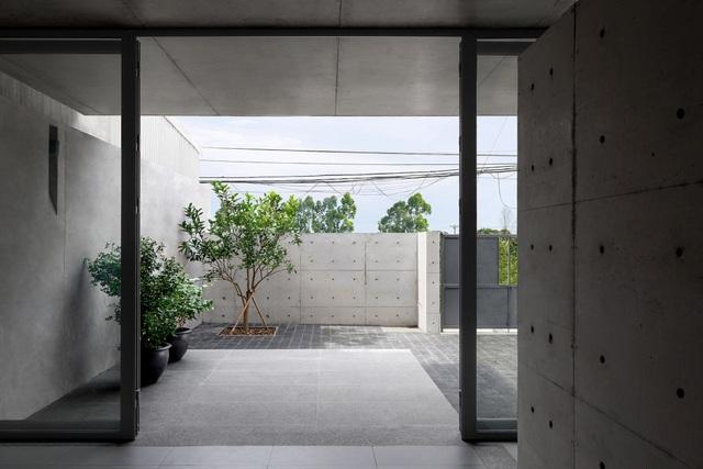 """Ngôi nhà """"lạ"""" với kiến trúc tối giản, nổi bật tại ngoại ô Hà Nội - 2"""