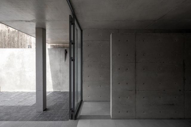"""Ngôi nhà """"lạ"""" với kiến trúc tối giản, nổi bật tại ngoại ô Hà Nội - 3"""