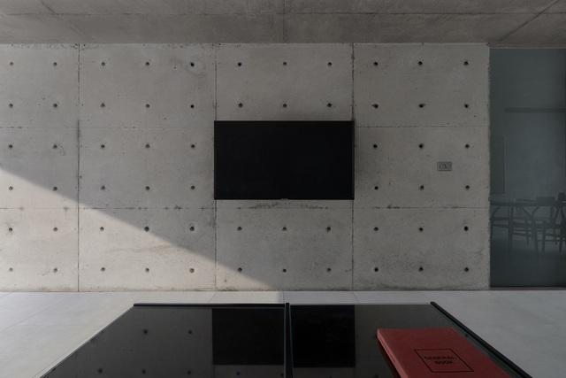 """Ngôi nhà """"lạ"""" với kiến trúc tối giản, nổi bật tại ngoại ô Hà Nội - 14"""