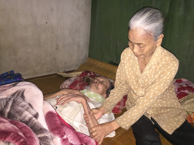 Bạn đọc giúp đỡ cụ bà có chồng liệt giường số tiền hơn 50 triệu đồng - 2