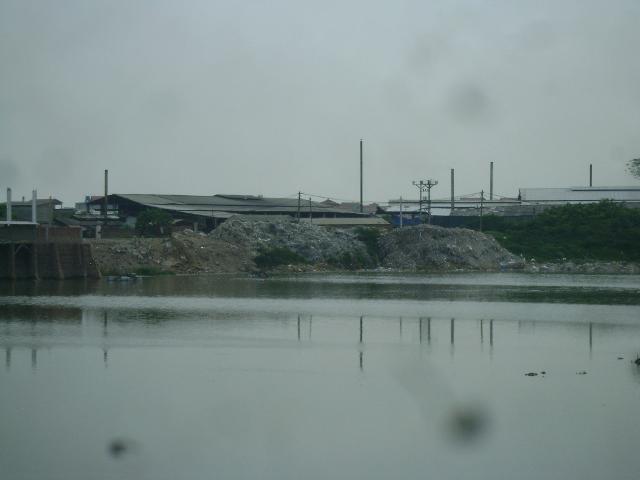 Đề nghị tỉnh Bắc Ninh và Bắc Giang giải quyết tình trạng ô nhiễm sông Cầu - 1