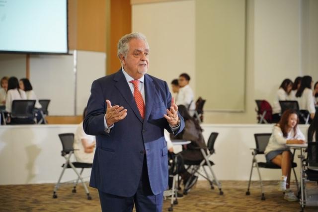 """GS. Maurizio Trevisan, Viện trưởng Viện Khoa học Sức khoẻ, ĐH VinUni: """"Việt Nam cho tôi một thách thức mới trong nghề"""" - 3"""