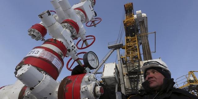 Nga đồng ý thu hẹp sản lượng dầu mỏ xuống mức kỉ lục, giá dầu bật tăng - 1