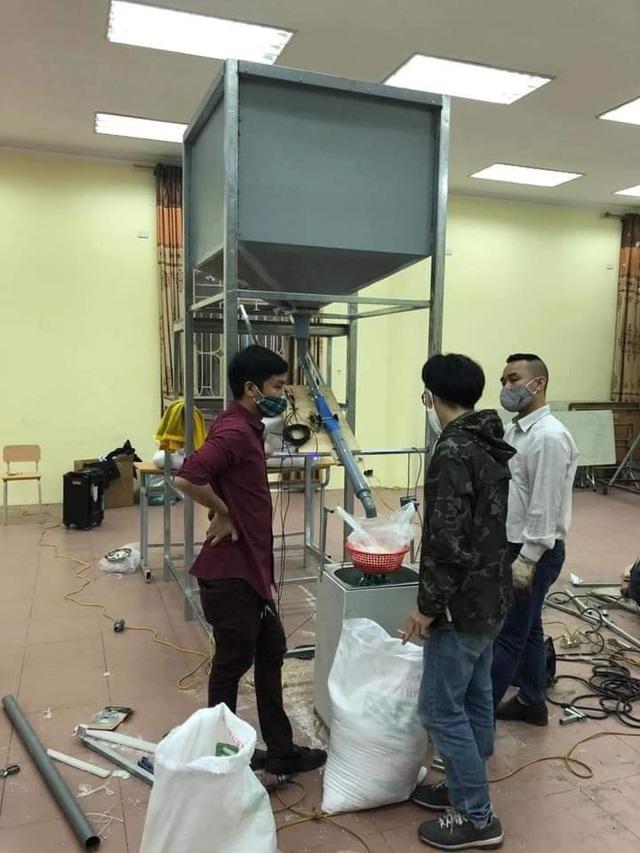 """Chủ """"cây ATM gạo"""" đầu tiên ở Hà Nội mở thêm điểm phát gạo miễn phí - 3"""