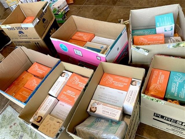 Báo Mỹ ca ngợi các tiệm làm móng của người Việt tặng đồ bảo hộ chống dịch  - 2